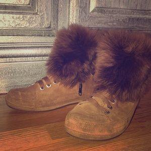 UGG Women's Antoine Fur Fashion Sneaker Size 10